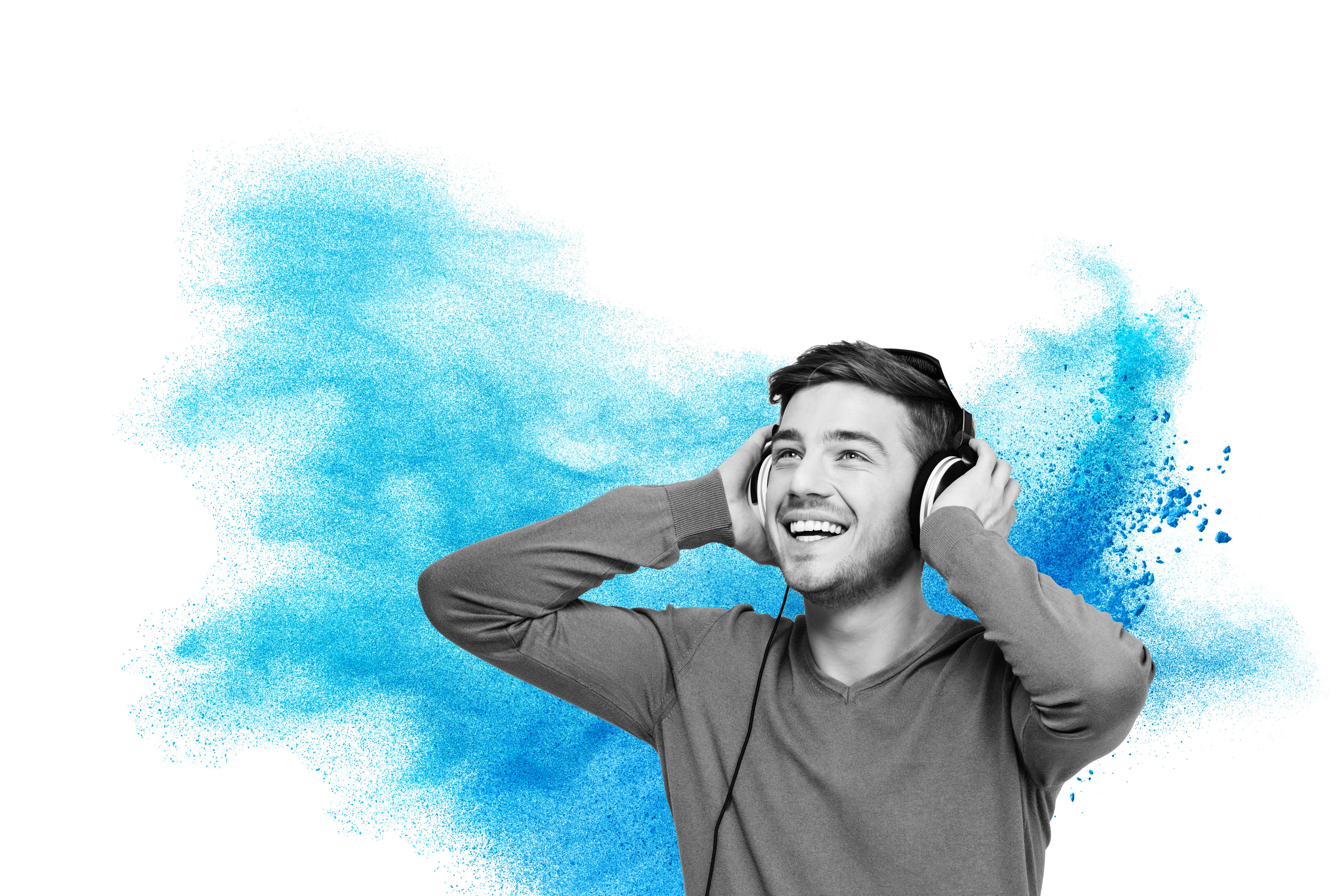 Man_listening_headphones